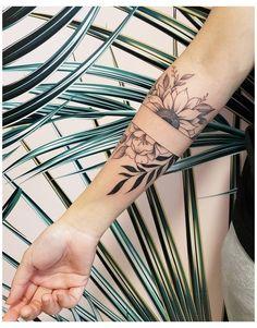 Thigh Band Tattoo, Arm Band Tattoo For Women, Arm Tattoos Forearm, Forearm Band Tattoos, Sleeve Tattoos For Women, Line Tattoo Arm, Women Sleeve, Rose Tattoos, Sexy Tattoos