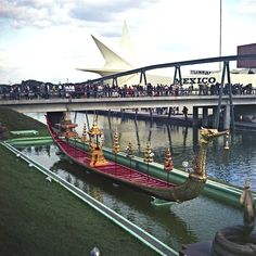 Barque royale de la Thaïlande et pavillon du Mexique Expo 67, Big Show, World's Fair, Canada, The Incredibles, Building, Travel, Inspiration, Collection