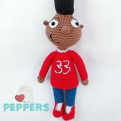 Nuestro lindo amigurumi de Gerald está para alegrar e inspirar a quienes trabajan el crochet o ganchillo ! Hey Arnold, Crochet Hats, Amigurumi, Cute, Chrochet, Knitting Hats