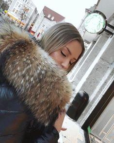 winter is comin' ❄️ Moncler Jacket Women, Fur Clothing, Puffy Jacket, Winter Jackets Women, Great Women, Fur Fashion, Fur Collars, Fur Trim, Sweater Hoodie
