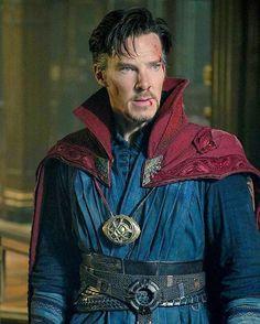 "Benedict Cumberbatch felt ""giddy"" when he saw himself wearing the cloak and truly felt like a superhero. Cloak Of Levitation, Doctor Strange, Benedict Cumberbatch, Marvel Dc, Fancy Dress, Sherlock, Jon Snow, Avengers, Actors"