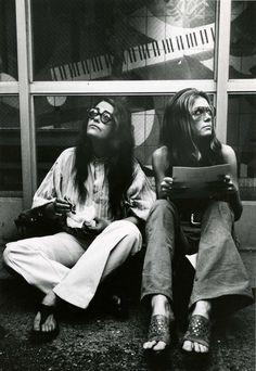 Gloria Steinem, 70s Aesthetic, Aesthetic Fashion, Black And White Aesthetic, Black And White Design, Feminist Writers, Feminist Icons, Feminist Quotes, Portraits