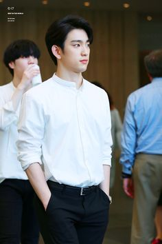 I know the main focus of the picture is Jinyoung but I see my bias Yugyeom in the back look in good iver there buy Jinyoung is looking good and prince like as always Youngjae, Kim Yugyeom, Mark Jackson, Jackson Wang, Got7 Jackson, Jaebum, Park Jinyoung, Got7 Jinyoung, Girls Girls Girls