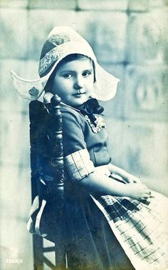 Antique postcard, Holland 1910>> looks kind of like my sister when we were young