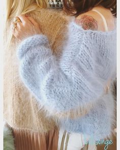Charmes d'une Femme Mature et Elegante Gros Pull Mohair, Exclusive Clothing, Knitwear Fashion, Women's Fashion, Mohair Sweater, Sweater Knitting Patterns, Cozy Sweaters, Cardigans For Women, Wool