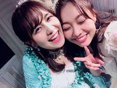須田亜香里(SKE48): #佐藤すみれ卒業公演 AKB48からSKE48に突然居場所が変わったすみれさん。こういう時にまた新たに頑張る決意と勇気って誰もが簡単に持てるものではないと思う。 本当に努力と愛に溢れた人。 SKE48に来てくれて、チームEを大切にしてくれて、そしてなにより私を支えてくれてありがとうございました✨ https://twitter.com/dasuwaikaa/status/943116333943685122