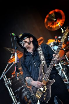 Lemmy Kilmister, Motörhead - Hellfest 2010 by Mathieu Ezan (Metalorgie)