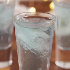 Even the ice is boozy. #drink #shots #alcohol #gin #titanic #leonardodicaprio #movie #drinking #party #movie