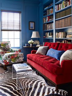 Red Sofa Living Room Ideas 20 Opulent Design Ideas Living Room Chair In Chiang Mai Dragon Alabaster With Red Velvet Sofa Chiang Living Room Color Schemes, Living Room Sofa, Red Sofa Living Room, Eclectic Living Room, Couches Living Room, Living Decor, Living Room Color Combination, Blue Rooms, Room Design