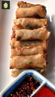 Chinese Spring Rolls - The Best Easy Chinese Recipes Easy Chinese Recipes, Asian Recipes, Chinese Desserts, Chinese Appetizers, Italian Appetizers, Asian Foods, Chinese Spring Rolls, Chinese Rolls, Easy Spring Rolls