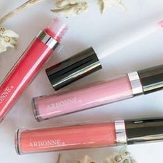 Quench dehydrated lips with high gloss that contains edelweiss extracts that boost hydration. #lipgloss #plumpedlips #puresafebeneficial #arbonneaustralia #lipstick #lippolish #kymdoublearbonne