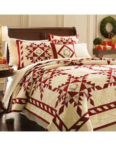 Create a Cozy haven this Holiday Season with Christmas Bedding Sets from Ease Bedding. You can find here Bedding sets, which are more suitable for yourself and for your loved ones according to the theme of your Bedroom. Winter Bedding, Winter Quilts, Log Cabin Christmas, Christmas Home, Country Christmas, Colchas Country, Christmas Bedding, Two Color Quilts, Red And White Quilts