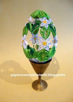 quilling egg English translation - http://www.microsofttranslator.com/bv.aspx?from=&to=en&a=http%3A%2F%2Fpapierowecudawianki.blogspot.ie%2F2013%2F02%2Fquillingowe-jajo-wielkanocne.html