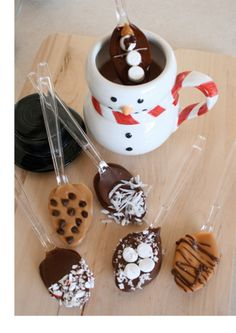 Chocolate spoons - add a mug and coffees  TOO CUTE!  I def plan to make some of these cute spoons for christmas gifts!