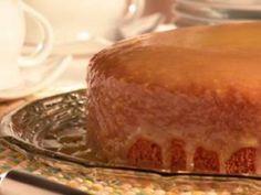 Torta de Chocolate com Maracujá – Uma excelente combinação para a sobremesa de páscoa. Vamos precisar de1 forma quadrada de 28cm. Colocar um plástico no f