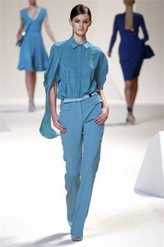 Camicia e pantalone celeste di Elie Saab