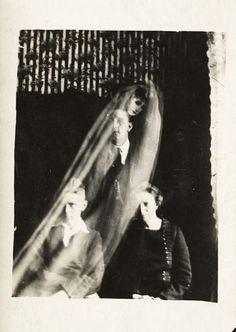 Scoperto archivio fotografico di un Medium epoca Vittoriana 01