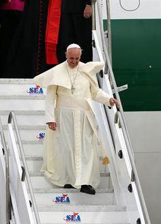 Jorge Bergoglio recorrió la ciudad en el papamóvil; miles de jóvenes de todo el mundo lo recibieron para la Jornada Mundial de la Juventud. Foto: EFE
