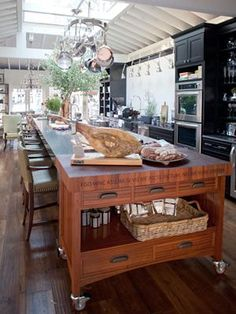 Tyler Florence's kitchen in Mill Valley, California. Love this island.