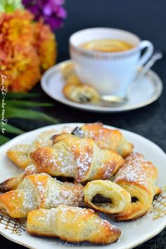 Cele mai simple cornulete cu ciocolata Romanian Desserts, Romanian Food, Fun Cooking, Cooking Recipes, Baby Food Recipes, Dessert Recipes, Pastry And Bakery, Savory Snacks, Healthy Sweets