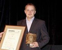 Karierę biznesową Plichta zaczął w lipcu 2003 r., w wieku 19 lat - SR w Malborku z października 2008 r., który za przywłaszczenie ponad 174 tys. zł pochodzących od około 400 klientów skazał go na rok i 10 miesięcy więzienia w zawieszeniu na 2 lata - sąd wymierzył mu kolejno trzy grzywny - Drażliwe zdjęcie i artykuł o Amber Gold; czy Tusk nie widział, że jego syn pracuje dla kryminalisty? Sitwa żydowska w Polsce niszczonej po  Magdalence przez masonów i ubowców…