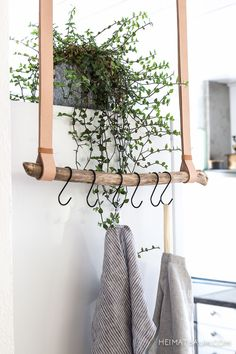 Tea towel holder made of leather and driftwood {DIY} HOME TREE # hallway . - Geschirrtuchhalter aus Leder und Treibholz { DIY } HEIMATBAUM Tea towel holder made of leather and driftwood {DIY} HOME TREE # hallway # entrance area Diy Hat Rack, Hanger Rack, Coat Hanger, Rama Seca, Boho Deco, Ideias Diy, Hanging Racks, Diy Hanging, Hanging Clothes Racks