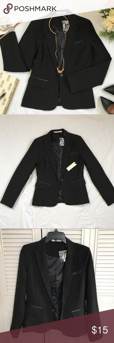 Women's Black Blazer attire Women's Black Blazer. Perfect for business attire, job interview, a day at the office, join the meeting, or casual events.  I got it as a gift, it been sit in my closet for over a year. New with tag. Never wear. Have Jackets & Coats Blazers