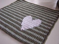 Halager: DIY - Hæklet karklud med hjerte og en dejlig hilsen fra en skøn kvinde
