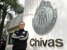 JOSÉ LUIS REAL QUEDA FUERA DE CHIVAS El 'Güero' dejó la institución desde la semana pasada y fue en común acuerdo. Aseguran que tiene propuestas de dirigir en la Liga MX. Tambien tiene otras propuestas de equipos importantes para hacerse cargo de las fuerzas básicas.