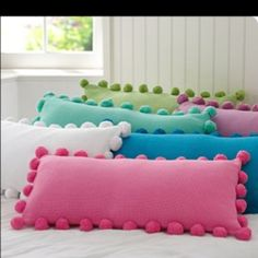 gonna make myself some pompom pillows
