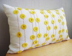 Весеннее обновление интерьера: яркие дизайнерские подушки