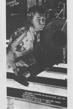 Sex Pistols: Johnny Rotten, onstage at the Club De Chalet Du Lac, Paris, September 1976 . 70s Punk Bands, Feeling Ugly, Rotten To The Core, Johnny Rotten, One Wave, Psychobilly, Post Punk, Great Bands, Music Is Life