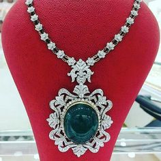 Remalfala. Astonishing emerald and diamonds necklace by @al_bahar_jewellery_hussam. Sensational central emerald stone. Incomparable emerald. True opulence. Sultanesque jewel. Most expensive