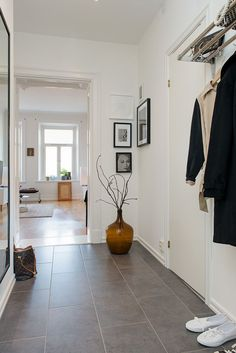 on the wall - revisit Nr - like this idea! Entry Stairs, Entry Hallway, Hallway Inspiration, Lets Stay Home, Other Rooms, Home Hacks, Modern Minimalist, Villa, Beautiful Homes