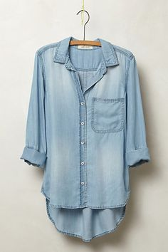 Chambray tops are so easy, comfortable, and chic! Just pair with white/blue denim skinny jeans and a bold accessory