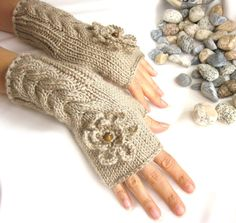 Fingerless Gloves with flowers and wood beads, $25  #Etsy #Rumina