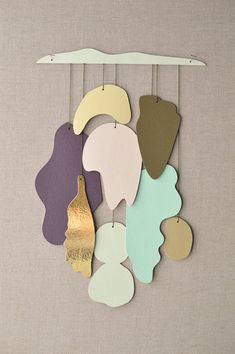 Furniture Layouts With The Lake House Etsyfindoftheday 2 Shape Shifter Gold By Karenkimmelstudios Im Oddly Drawn To This Serene Mobilewall Hanging From Karenkimmelstudios Maybe Its The Smooth Organic Shapes, Or The Dreamy Hues, Or The Pop Of Gold. Home Decor Accessories, Decorative Accessories, Decorative Objects, Deco Pastel, Gold Home Decor, Arts And Crafts, Diy Crafts, Diy Décoration, Organic Shapes