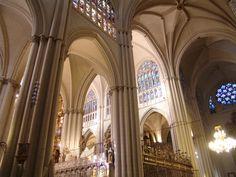 """Catedral de Toledo. Entrada """"El arte gótico"""" (05-06-16), en el blog """"Individuo-Sociedad-Cultura-Espacio"""". Enlace: http://cienciashumanasysociales.blogspot.com.es/2016/06/el-arte-gotico.html"""