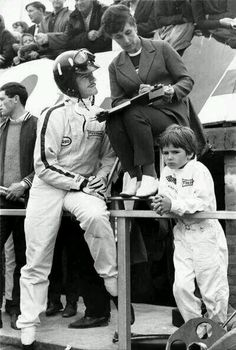 Two champs..... Graham with son Damon Hill. #Formula1 #F1 http://twitter.com/F1_Images/status/533213968081616896/photo/1
