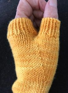 Perfect Thumb Gussets – It complements a tutorial pattern that I have up for sale on Ravelry – Fingerless Mitt Tutorial – The tut… Knitting Help, Knitting Stitches, Knitting Patterns Free, Knitting Socks, Crochet Patterns, Knitting Scarves, Hat Patterns, Loom Knitting, Hand Knitting