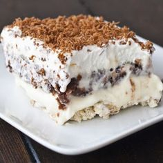 A sweet and savory pudding dessert with a crunchy pecan crust. Desserts Sex-In-A-Pan Cake Recipe Pudding Desserts, Chocolate Pudding Recipes, Apple Desserts, Sex In A Pan Recipe, Recipe For 4, Cake Recipes, Snack Recipes, Dessert Recipes, Dessert Bars