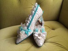Marie Antoinette hakken schoenen Rococo barokke Teal Turquoise kostuum Floral ivoor crème uit witte antieke stijl Lace parels bogen bruids aangepaste door HexHeartHollow