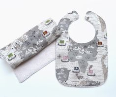 OMG, we have GOT to get this for Rune!! Organic bib and burp cloth set / Organic baby by TextileTrolley, $22.00
