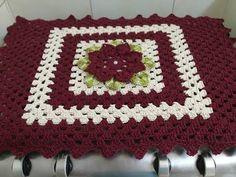 Toalha (Capa) para Fogão em Crochê para 4 ou 6 bocas - YouTube Crochet Crafts, Blanket, Youtube, Kitchen Kit, Crochet Doily Rug, Crochet Carpet, Homemade Laundry Soap, Crochet Doilies, Crochet Flowers