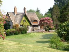 25 fairy tale cottages from the English countryside (at least that's what Google Chrome translator tells me it says)--I'd be happy to live in any of them!