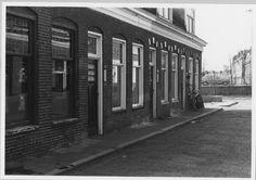 Kortestraat, 1977. Waar het ronde, bakstenen muurtje staat (rechts op de foto), stond mijn geboortehuis
