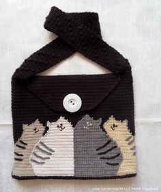 """Another version of bag with a triangular """"lid"""", which fastens with a large button. Cats re trimmed along the contour intentionally so that you can see """"sticking hairs"""" (when crossing threads of two colors there can be such """"hairs""""). If you don't like them just trim the contour with a thicker thread, which will make a smooth silhouette."""