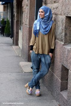 Who says that Muslim girls cannot have swag with hijab?These days Hijab fashion is not what it use to be a decade ago.From hijab street style to funky look ,now a days it is as much trending as any other main stream fashion . Hijab Casual, Hijab Chic, Hijab Outfit, Hijab Fashion Casual, Hijab Elegante, Street Hijab Fashion, Modest Fashion, Fashion Outfits, Casual Wear