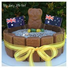 This Australia Day cake is super easy to create, only takes ten minutes to decorate and uses a delicious store bought cake from Woolworths. Australia Crafts, Australia Day, Australian Sweets, School Holiday Programs, Aus Day, Aussie Food, Australian Christmas, Buy Cake, Anzac Day