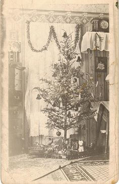 vintage Christmas tree... I just love these old photos